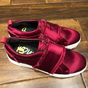 Women's size 7 Sam Edelman burgundy sneakers